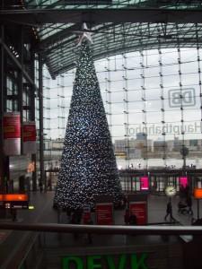 новогодняя елка на вокзале в Берлине